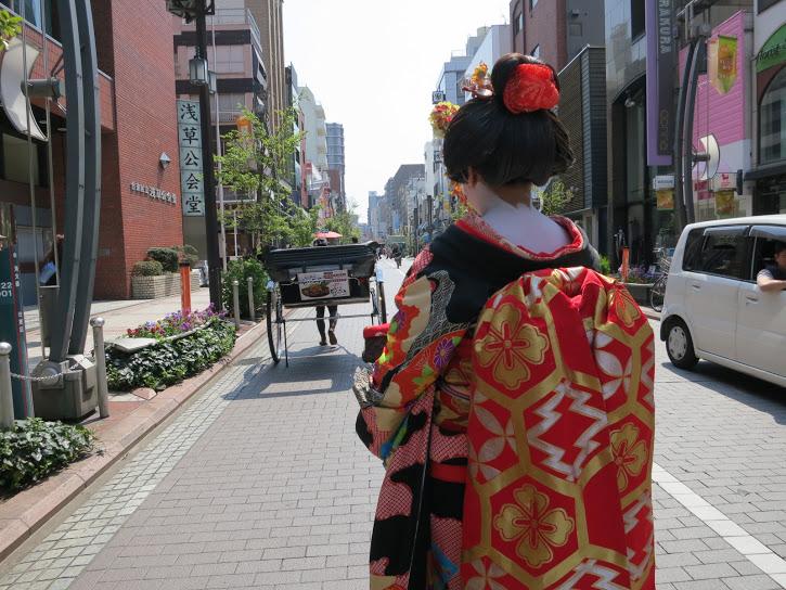 Tokyo geisha dress streets 1