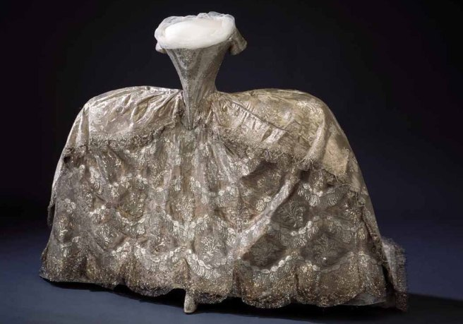 18th-century-court-gown-cloth-of-silver