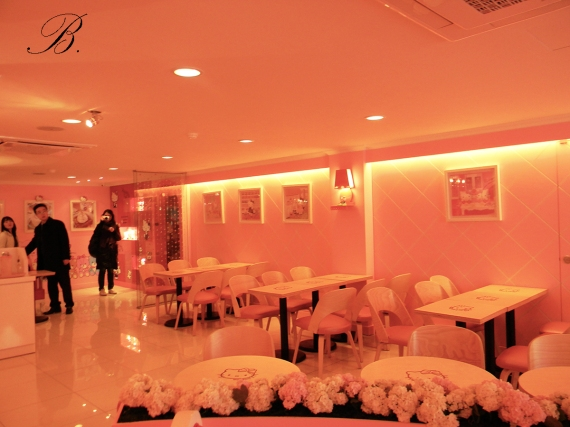 Hello kitty cafe interior 1