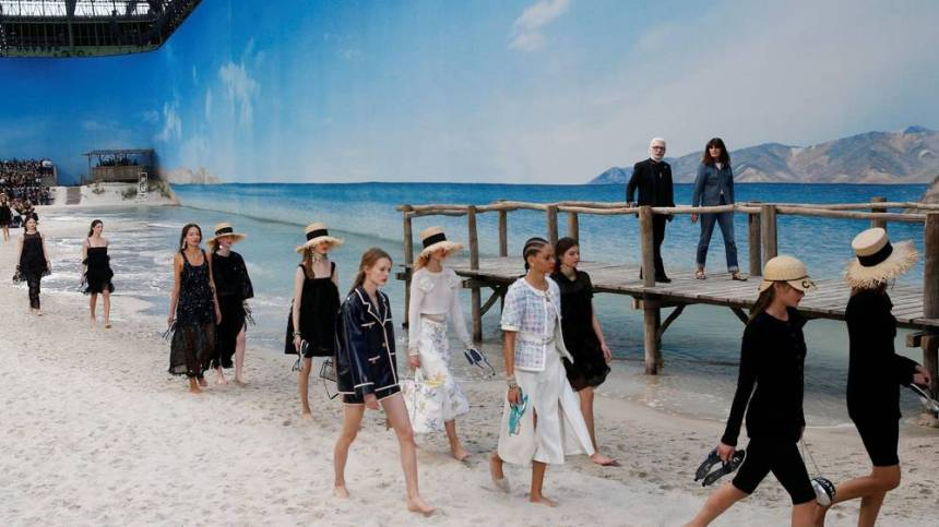 chanel-ss19 runway evening standard