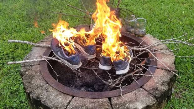 nike kaepernick shoes burning