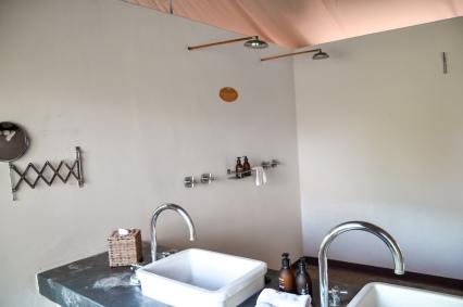 honeyguide camp khoka moya bathroom